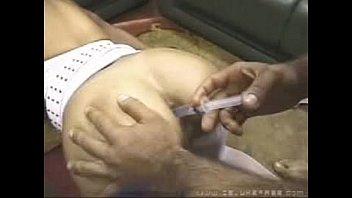 Anal brasileiro acontece assim com a morena e seus dois machos