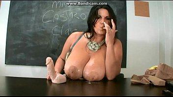 Professora prendeu a atenção desse aluno gostosinho assim
