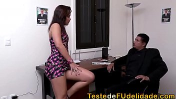 Sexo no gabinete do deputado mulher de bucetona molhada depois de chupar