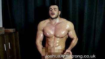 Gostosão todo nu mostrando o corpo