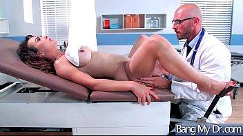 Ginecologista fazendo sexo com a paciente