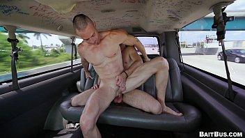 Gays na Suruba e masturbação dentro da van
