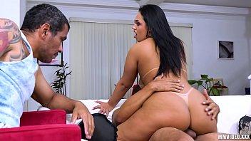 Corno filma esposa aproveitando o sexo com amante